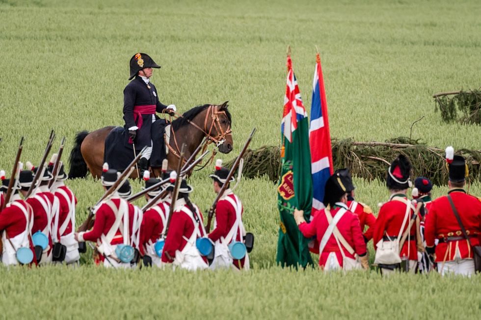 שחזור הקרב בווטרלו, 2015. על הסוס: שחקן שמגלם את דמותו של הדוכס מוולינגטון, מפקד הצבא האנגלי (צילום: AP)