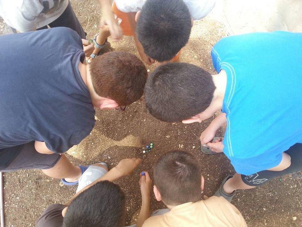 ליצור פעילות שיתופית, גם התנדבותית, למען כלל הדורות