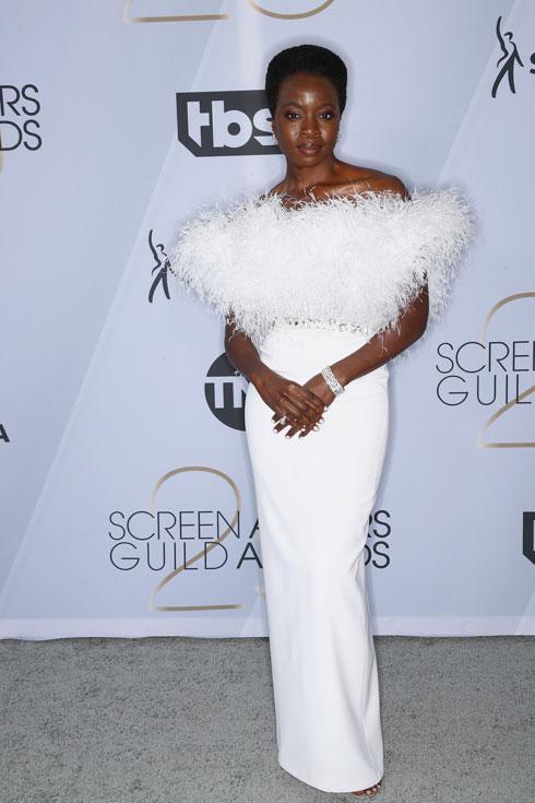 מדליית ארד: דנאי גורירה במחווה לכוכבות הוליווד הגדולות של שנות ה-40, בשמלת נוצות לבנה של ראלף & רוסו (צילום: Frederick M. Brown/GettyimagesIL)