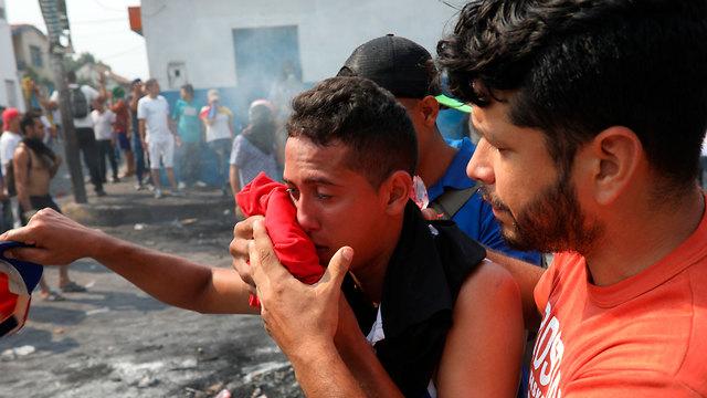 ונצואלה עימותים שיירת סיוע עימותים גבול קולומביה (צילום: AP)