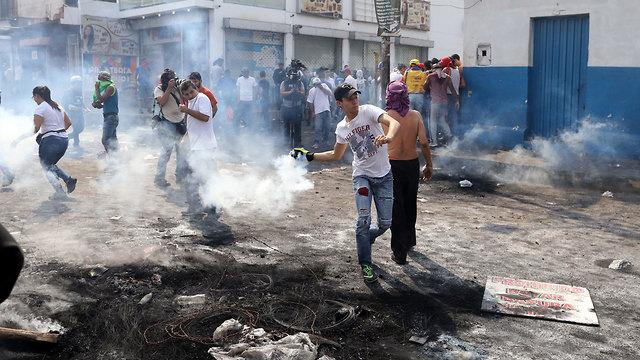 ונצואלה עימותים שיירת סיוע עימותים גבול קולומביה (צילום: רויטרס)