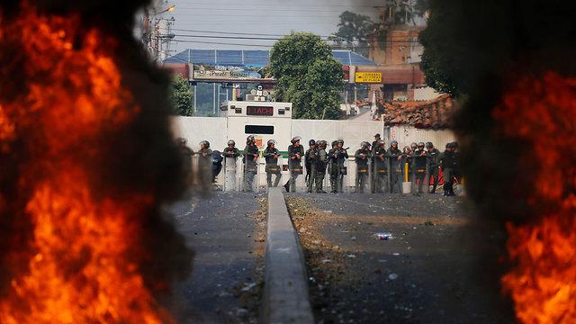 ונצואלה גבול עם קולומביה נגד שיירת סיוע (צילום: AP)