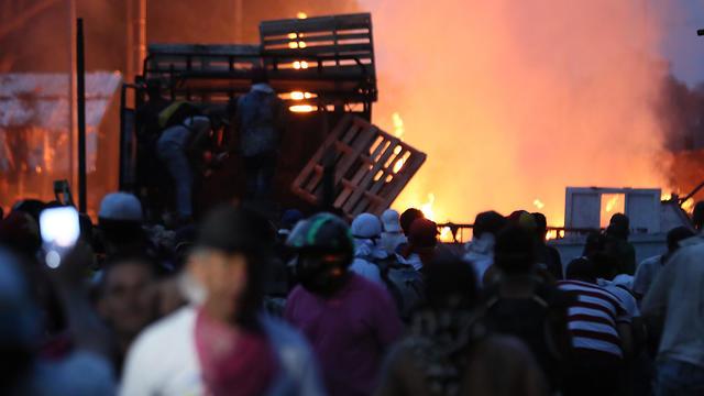 עימותים בוונצואלה (צילום: EPA)