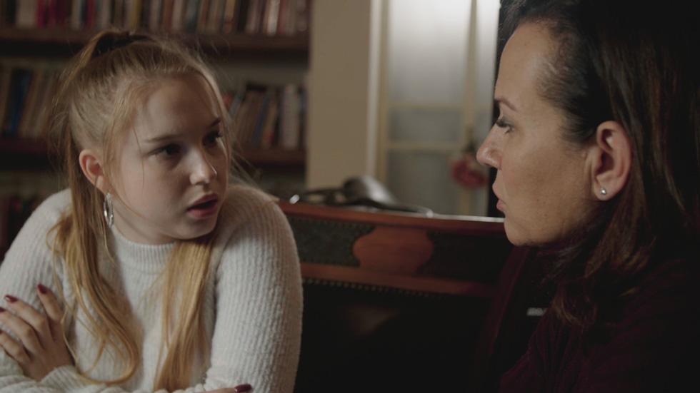"""Либи делится с Цофит Грант своими чувствами. Фото: """"Решет"""" 13"""