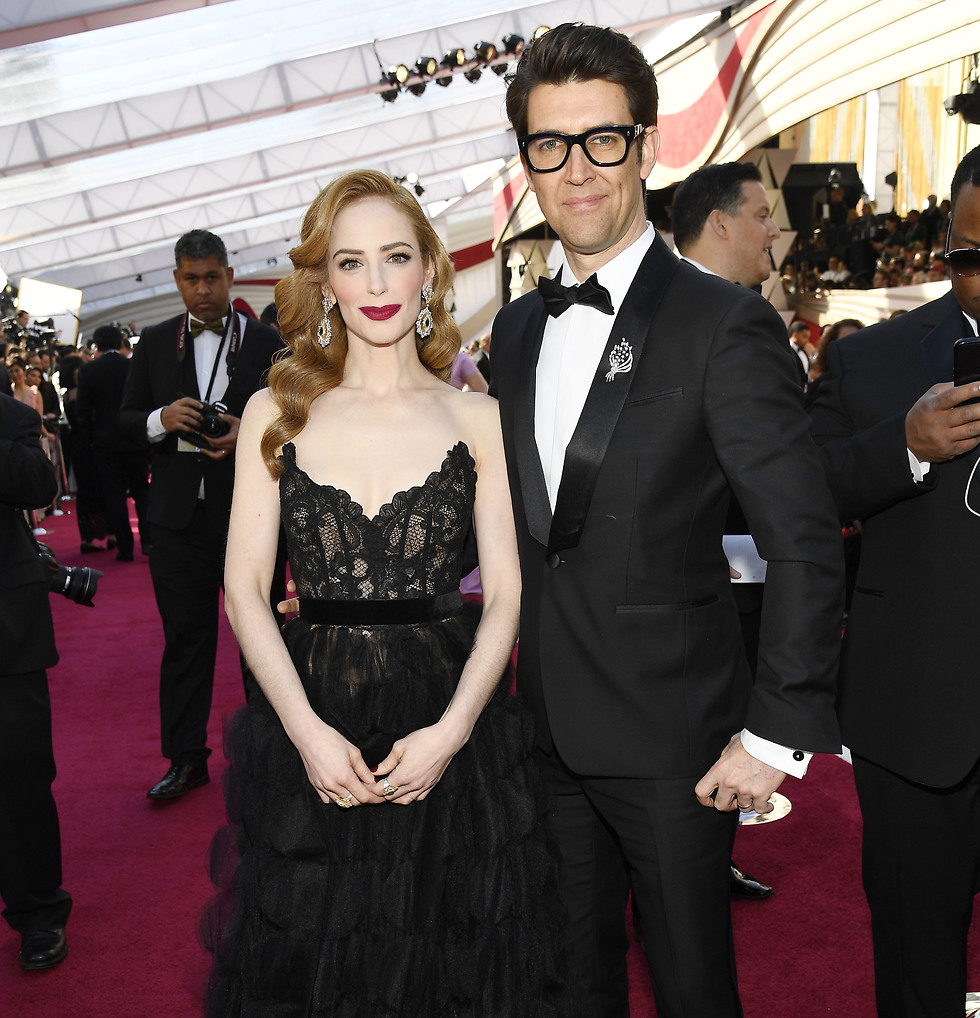 Guy Nattiv, right, with wife Jaime Ray Newman on the red carpet (Photo: gettyimages)
