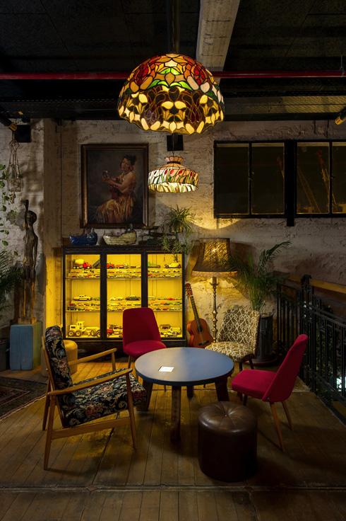 פינה סלונית בקומת הגלריה (צילום: מושי גיטליס)