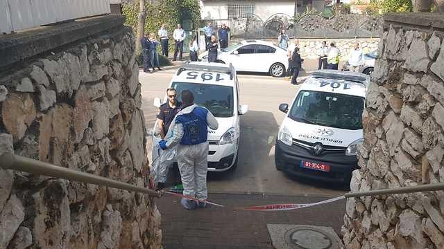 זירה זירת רצח חשד לרצח ב כרמיאל גופת גבר נמצאה בדירה (צילום: דוברות המשטרה )