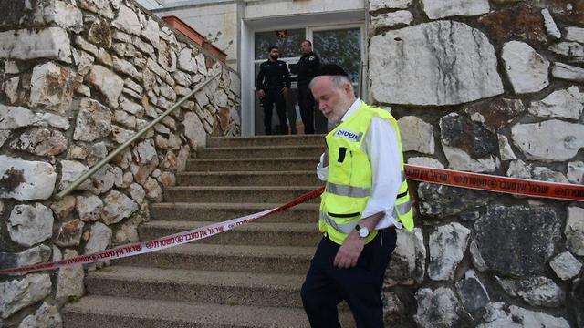 זירה זירת רצח חשד לרצח ב כרמיאל גופת גבר נמצאה בדירה (צילום: אביהו שפירא )