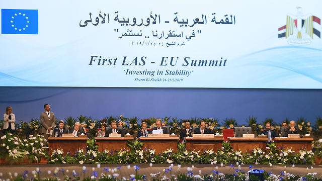 A general shot shows the closing session of the first joint European Union and Arab League summit in the Egyptian Red Sea resort of Sharm el-Sheikh, on February 25, 2019