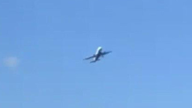 המטוס נאבק ברוחות צד ()
