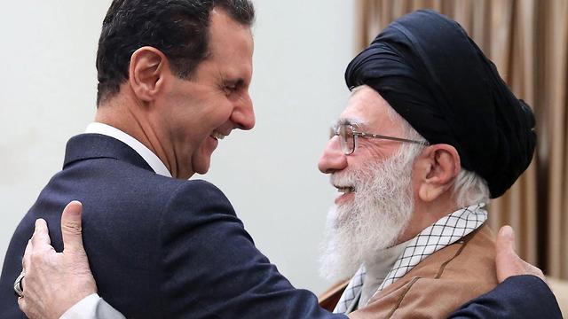 מהניג העליון של איראן עלי חמינאי פגישה עם בשאר אסד  (צילום: EPA)