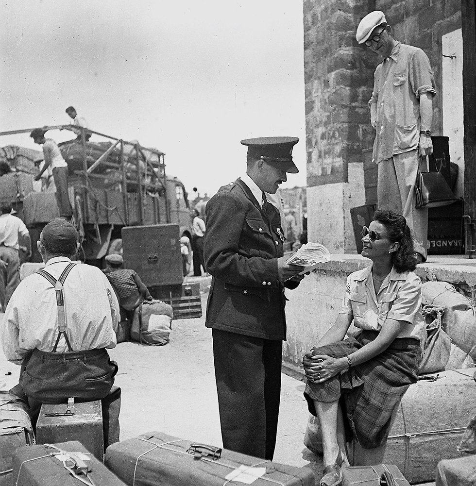 Police officers in the immigrants' camps (Photo: National Photo Collection)