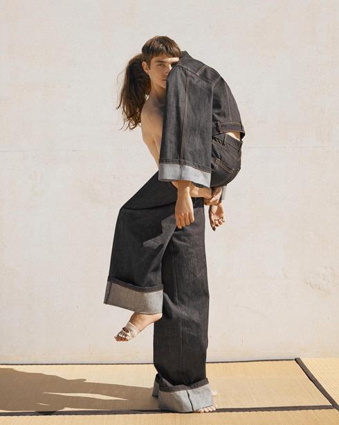 בקולקציית הג'ינס של רונן חן (צילום: דודי חסון)