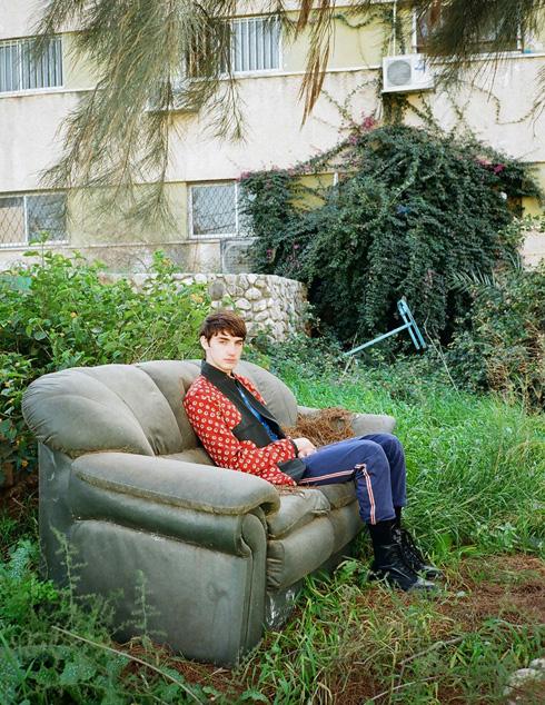 האנטי-דוגמן הישראלי שכבש את גוצ'י: הכירו את יובל יונש בן ה-20. לחצו על התמונה לכתבה המלאה (צילום: תום מרשק)