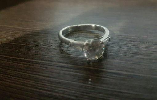 Найденный в диване перстень. Фото: частный альбом