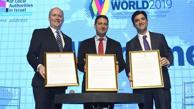 The mayors behind the initiative (Photo: Jorge Novominsky)