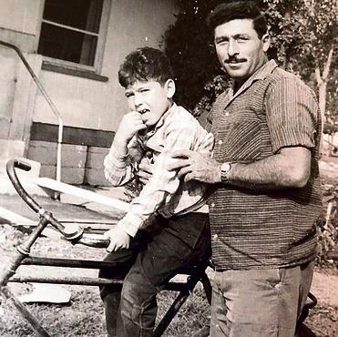 """1966 עם אבי, דרור ז""""ל, שעבד בשירותים החשאיים"""
