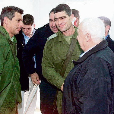 2002 עם אריק שרון בזמן מבצע חומת מגן