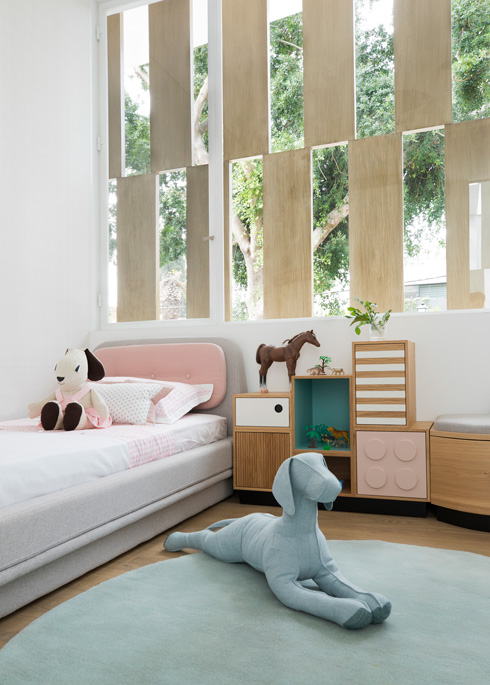 כל שני חדרי ילדים חולקים חדר רחצה משותף עם כניסה כפולה (צילום: רוני כנעני)