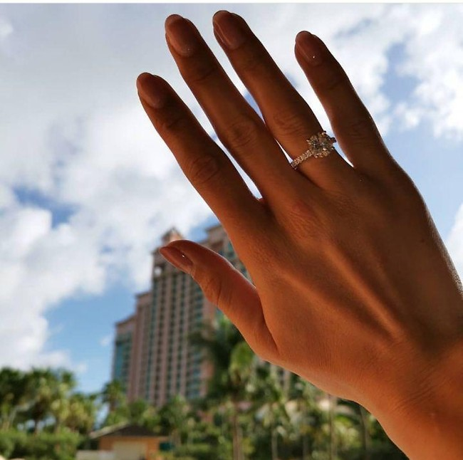 הטבעת הנוצצת (צילום: אינסטגרם)
