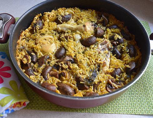קדרת עוף עם פתיתים ופטריות (צילום: דינה משה)