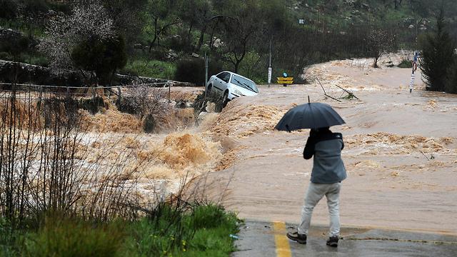 Flooding in lower regions of Jerusalem (Photo: Reuters)