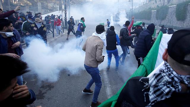 אלג'יריה הפגנות מחאה נגד הנשיא בוטפליקה  (צילום: רויטרס)