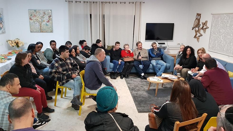 חברי ארגון אלאור - בעלי צרכים מיוחדים במפגש עם חברת הכנסת לביא (צילום: ארגון אלאור)