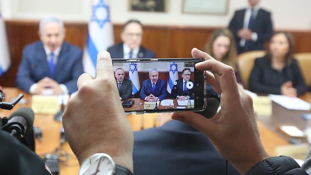 Benjamin Netanyahu at cabinet meeting (Photo: Mark Israel Salem)