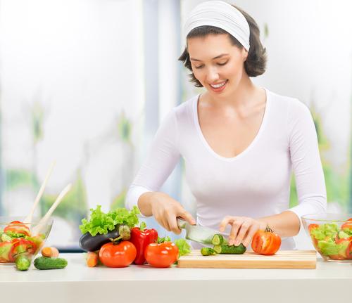 Овощи рекомендуется нарезать крупно, чтобы избежать потери витаминов. Фото: shutterstock