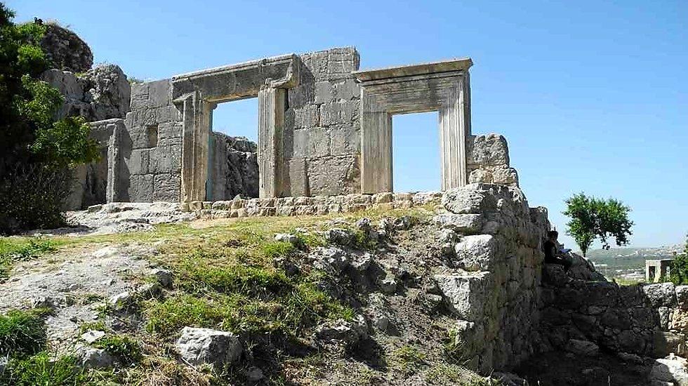 כך זה נראה לפני ההשחתה: בית כנסת בן 1,800 שנים במירון (צילום: מנהל שימור ברשות העתיקות)