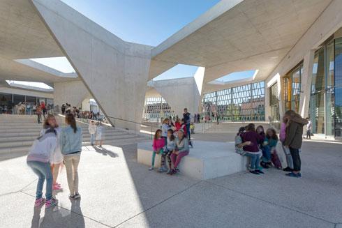 בית הספר הגרמני במדריד. עוד פרויקט שהשתתף בתכנונו בברלין. ''שאלתי את עצמי איפה אני רוצה לחיות. הבנתי שבישראל, גם אם לא קל פה, וחזרתי'' (Grüntuch Ernst Architekten, Foto: Celia de Coca ©)