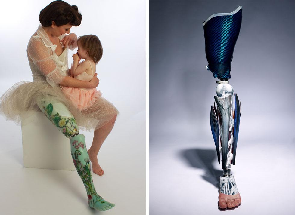 שמעה יצא בעיקר בזכות התותבות המיוחדות שהיא מעצבת. הסטודיו שלה כולל מכונה מיוחדת לעבודה עם סיליקון, מדפסת תלת ממד, תנור וספה שתלויה באוויר - כך שהלקוחות יכולים לשבת בגובה, ורגליהם מול עיניה (צילום: R. Williams, Omkaar Kotedia)