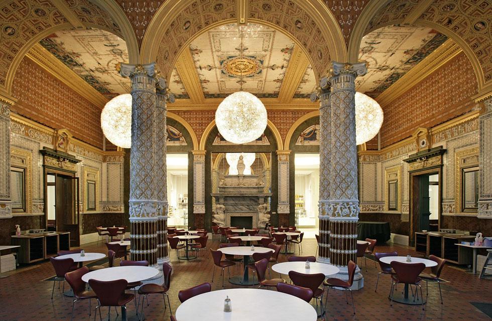 הקפטריה של ה-V&A. מנהל המוזיאון הבריטי פתח אותה בשנות ה-80 של המאה ה-19, והפקיד כל אחד משלושת האולמות שלה בידיו של מעצב אחר (לקראת סוף הפוסט תראו את החדר שעיצב מוריס הצעיר) (צילום: Victoria and Albert Museum, London©)