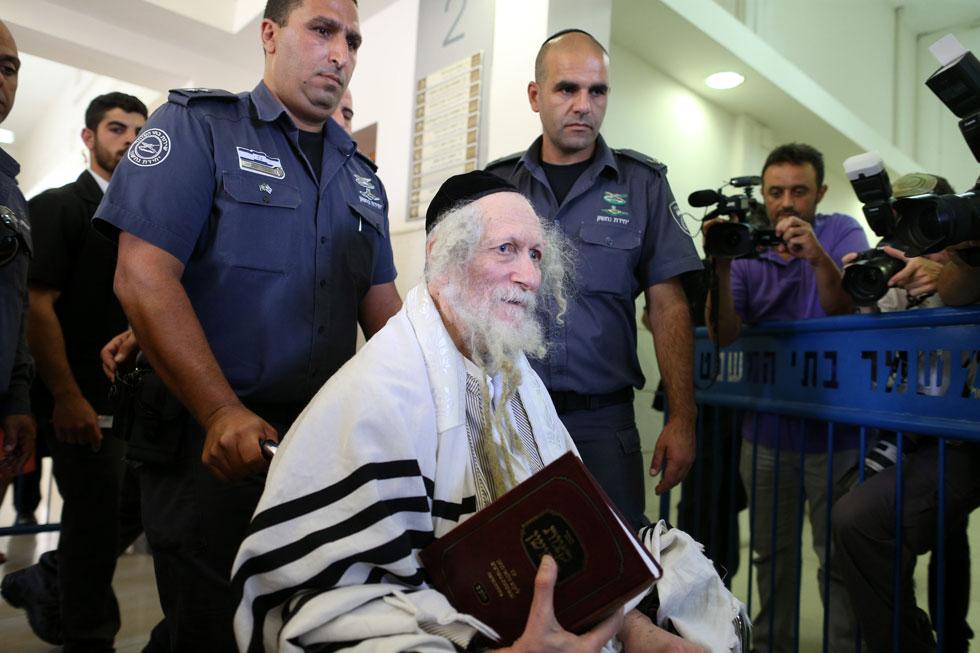 """הרב אליעזר ברלנד בבית המשפט המחוזי בירושלים, שגזר עליו 18 חודשי מאסר. """"הוא עדיין מאוד משפיע"""" (צילום: עמית שאבי)"""