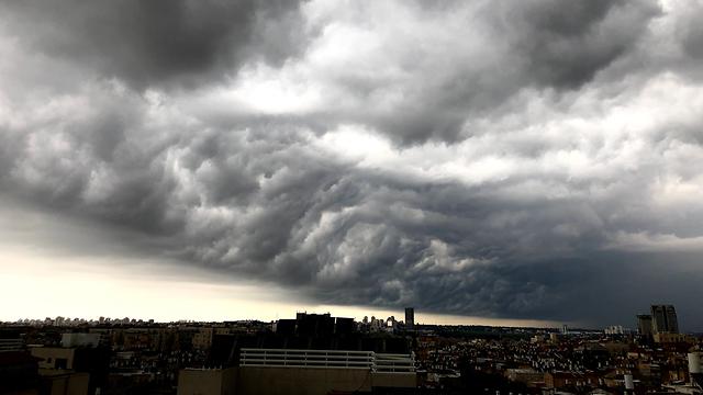 עננים בבני ברק  (צילום: נחמי הלוי )