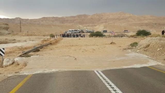 חסימות כבישים כביש הערבה מזג אוויר תחזית שיטפון שיטפונות ()