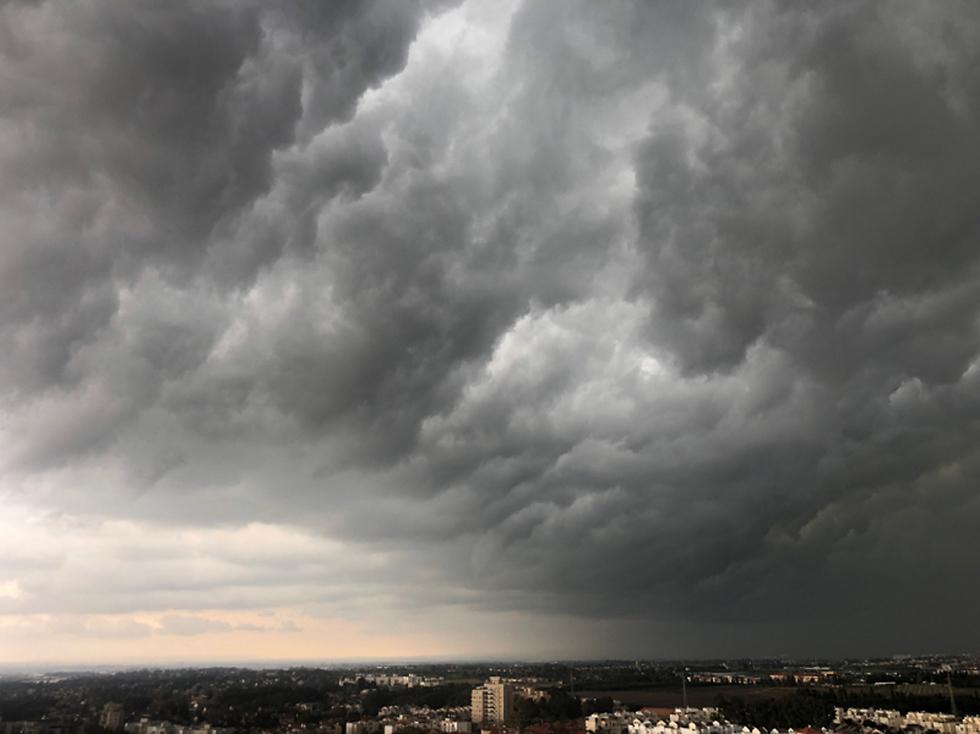 עננים בנתניה  (צילום: רונית גרוץ-חורי)