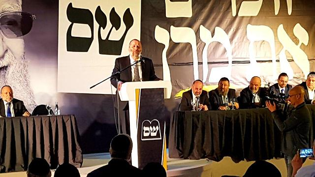 Deri speaking at Shas event (Photo: Roi Idan)