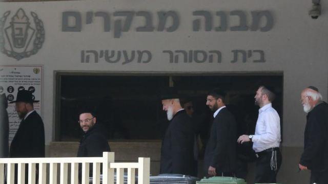 הרב יונה מצגר משתחרר מהכלא (צילום: מוטי קמחי)