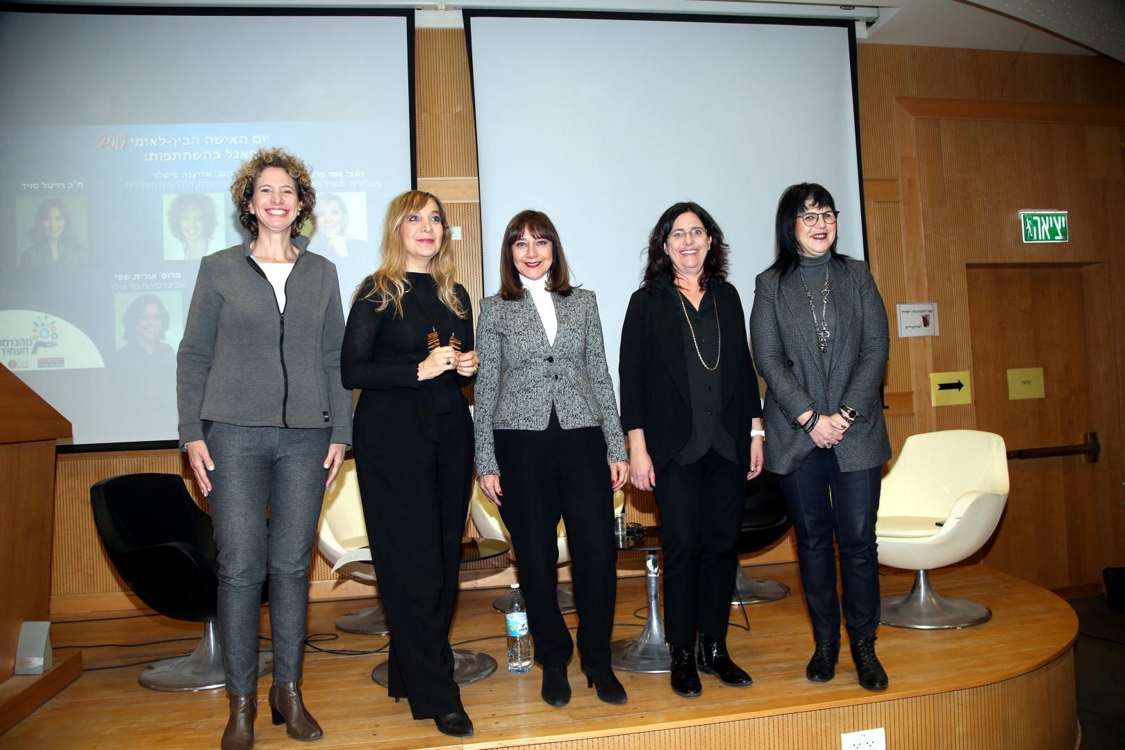 """נשים למען נשים (מימין) אורלי ארזה, פרופסור אורית שפי, ח""""כ רויטל סוויד, אמי פלמור ואליענה פישלר,  (צילום: יריב כץ)"""