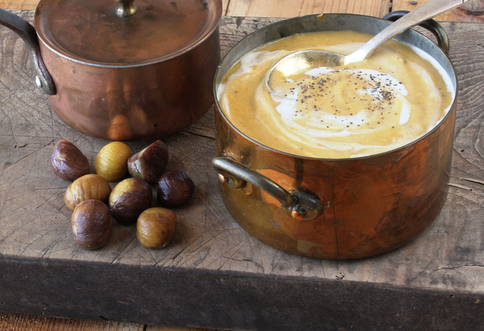 מרק בטטה עם ערמונים וחלב קוקוס (צילום, סגנון והכנה: אסנת לסטר)