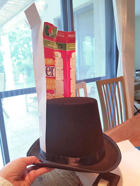 הכנת הכובע (צילום: הדס אבידור גולדין)