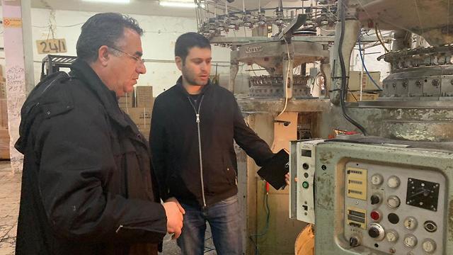 סיור במפעל בבית לחם (צילום: יואב זיתון)