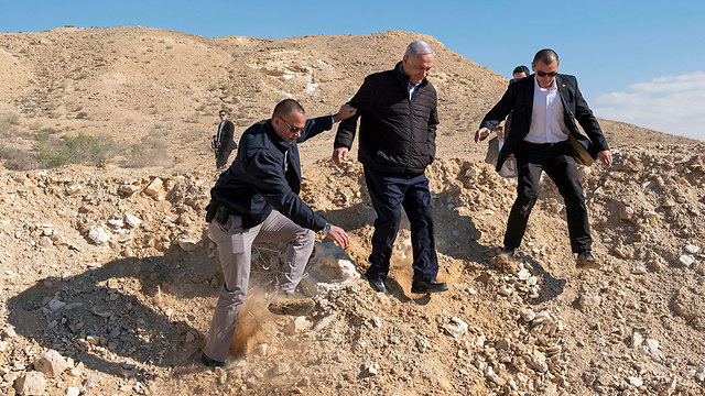Benjamin Netanyahu on a visit to Nitzana area, where southern Israel meets the Gazan and Egyptian borders. (Photo: AP)