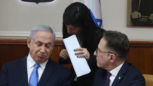 Биньямин Нетаниягу на заседании правительства. Фото: Марк Исраэль Салем