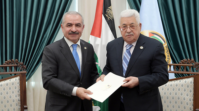 Abbas and his new prime minister  (Photo: Reuters)