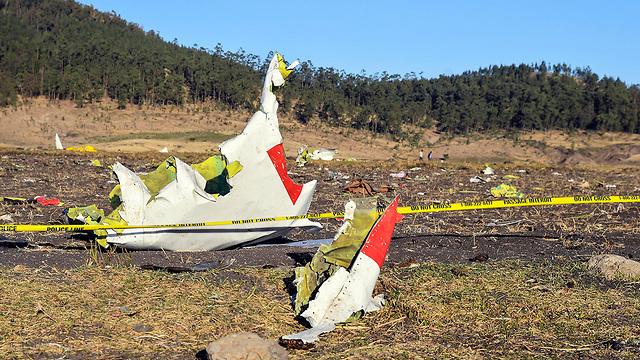 На месте падения эфиопского лайнера. Фото: EPA (Photo: EPA)