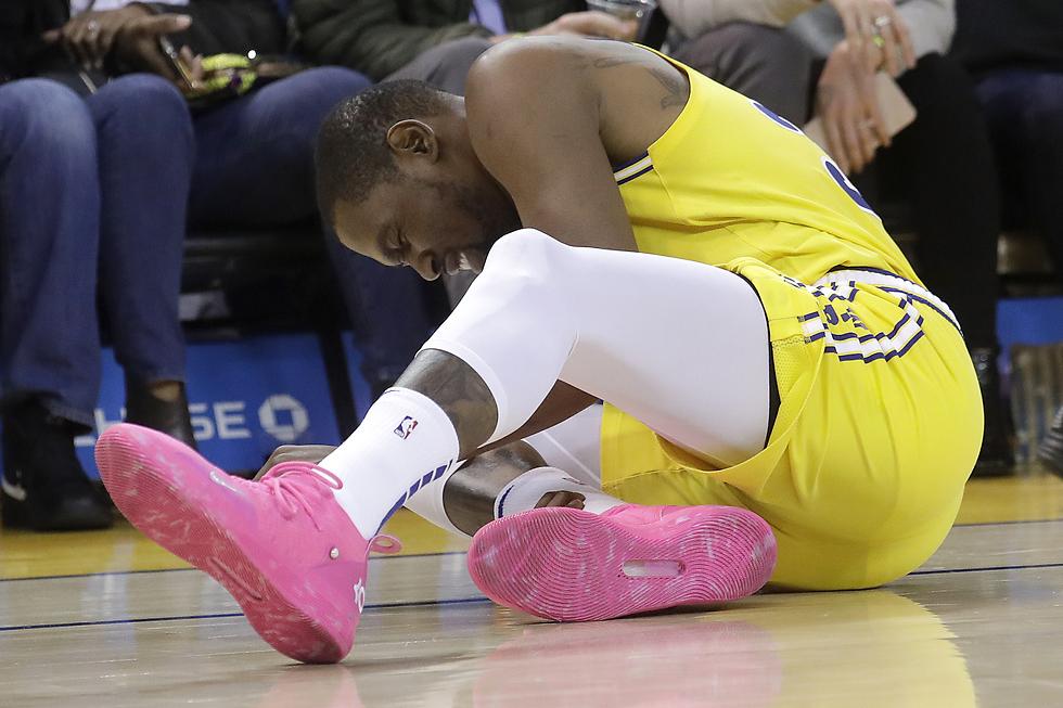 קווין דוראנט נפצע (צילום: AP)