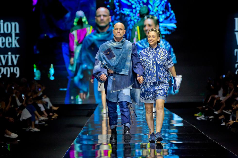 צלם האופנה איתן טל והשפית בעלת תוכנית טלוויזיה חני בורובסקי במערכת לבוש מג'ינס של תומר אבן ארי ונעה טרלובסקי  (צילום: ענבל מרמרי)